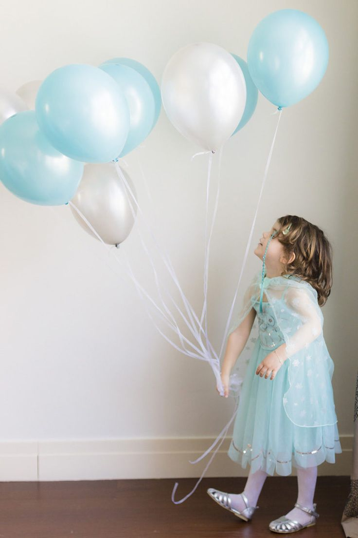 #birthday #balloons #doğumgünü #dogumgunu #photography #birthdayshoot #dogumgunucekimi #mavi #balon #blueandsilver #elsa #frozen #costume #hmkids #karlarulkesi