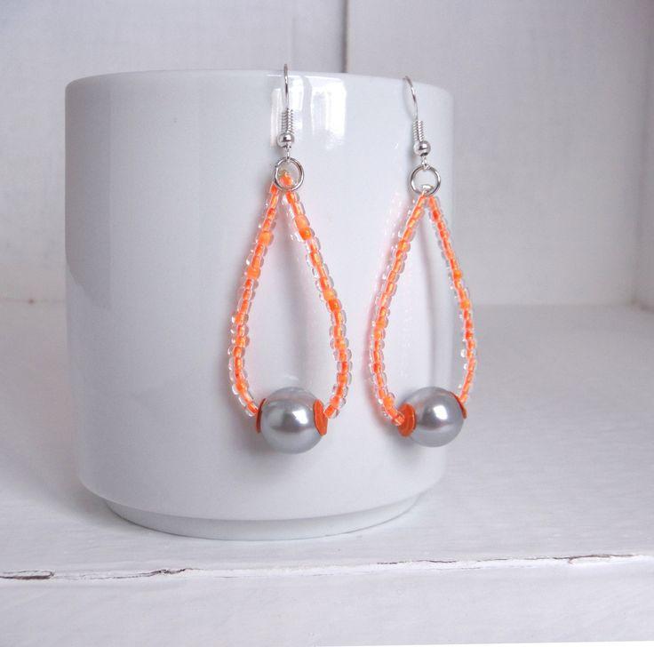 orecchini a goccia con perline arancio fluo e perla grigia /earrings : Orecchini di elenalucc