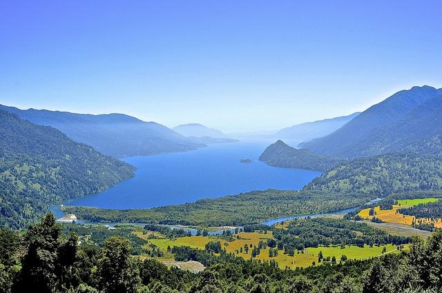 Lago riñihue, via Flickr.