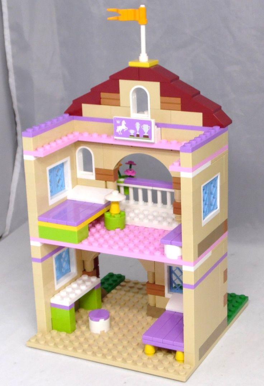 Das Gebäude stammt aus 3185, die Einrichtung ist eine Eigencreation...  http://www.ebay.nl/itm/LEGO-Friends-Erweiterung-Pferdestall-Reiterhof-Haus-mit-Einrichtung-Bett-Lampe-/252461439326?hash=item3ac7dfd95e:g:5j0AAOSwNuxXYAyI