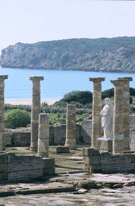 Junto la playa, bellísima, de Bolonia. HISPANIA ROMANA Conjunto Arqueológico Baelo Claudia, una ciudad romana ideal en un parque natural cerca de Tarifa (Cádiz)