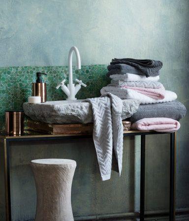 H&M - white & grey chevron towels
