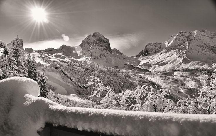 Une magnifique vue de Gourette en hiver, une invitation à la découverte des sports d'hiver.  (Photo de Jean Etcheverry)