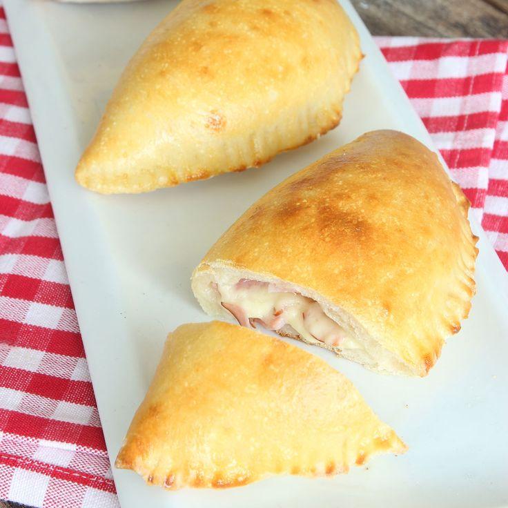 Inbakade piroger fyllda med smält ost & skinka! Mums vad gott!