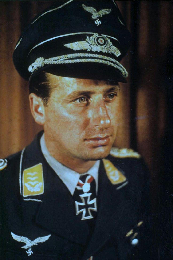 Leutnant d.R. Heinz Strünning (1912-1944), Flugzeugführer in der 3./Nachtjagdgeschwader 1, Ritterkreuz 29.10.1942, Eichenlaub (528) 20.07.1944