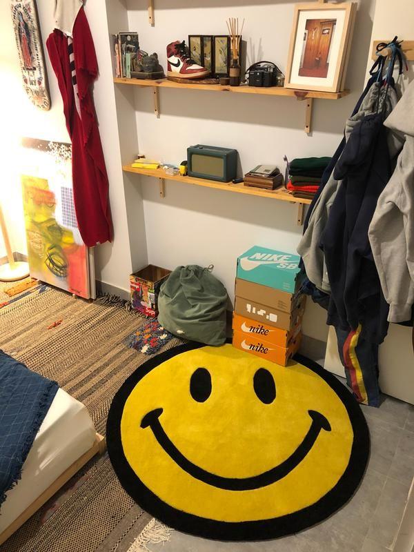 Chinatown Market X Smiley Uo Exclusive Smiley Plush Rug Hypebeast Room Room Ideas Bedroom Dorm Room Decor
