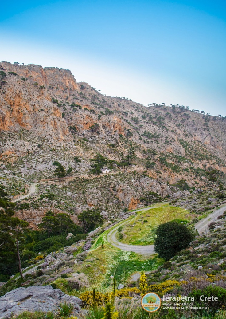 The butterfly Gorge, near the Oreino village in #Ierapetra.  Το φαράγγι των Πεταλούδων, κοντά στο χωριό Ορεινό στην Ιεράπετρα.