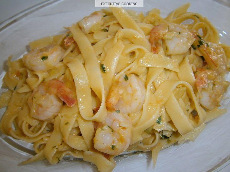 ΥΛΙΚΑ :   1 Κιλό γαρίδες Νο 3  500 γρ μακαρόνια λιγκουίνι ή σπαγγέτι  150 ml χυμό φρέσκιας ντομάτας  50 γρ παρμεζάνα  1 μαραθόριζα  1 μ...