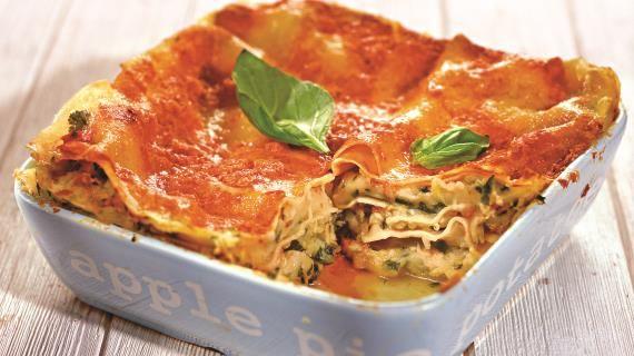 Процесс приготовления овощной лазаньи ничем не отличается от мясной. Также нужна  паста, соус бешамель и пассата из томатов. В…