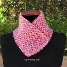 Resultado de imagem para crochet short scarves with button