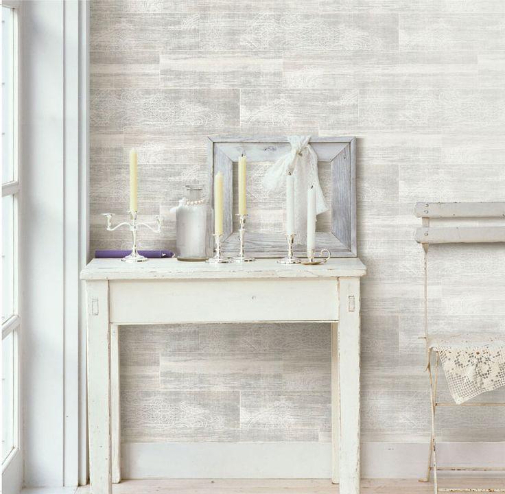 Ljus och härlig hall med trämönstrad tapet från kollektionen Hantverk 17302. Klicka för att se fler tapeter för ditt hem!