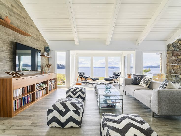 When the newly minted owners of this Pender Island getaway first looked into purchasing the home, they weren't convinced it could be fixed. The 1968 house on the property had been well loved over the years, but though it was positioned on a glorious spit overlooking the ocean, it had been carved up into so …