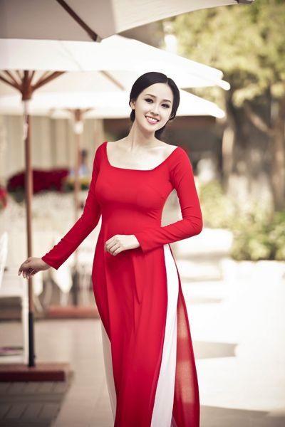 A very simple red #aodai. Probably too simple for a wedding.