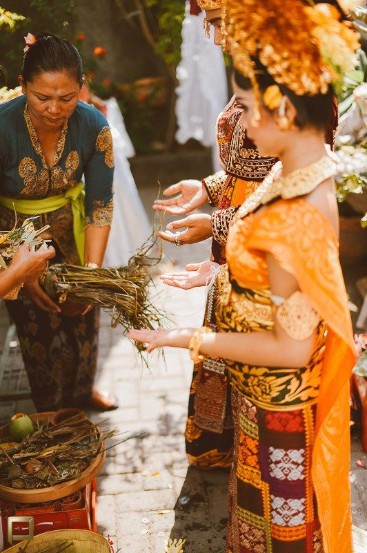 Pernikahan Adat Bali Utari dan Dika di Bali