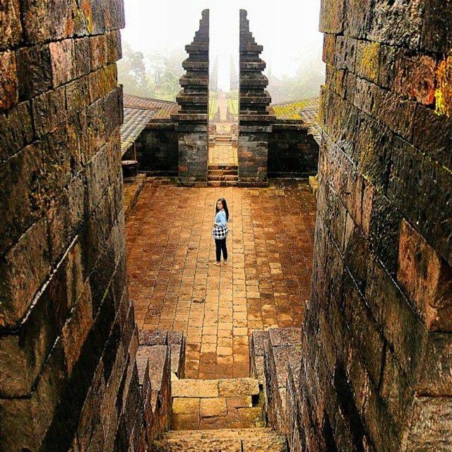 Candi Cetho, Karanganyar, Jawa Tengah.  Repost by @kembaranusantara Photo by @verrymaenkar  #explorejateng #kembaranusantara #indonesianjourney  Follow @indonesianjourney and share your photo with hastag #indonesianjourney