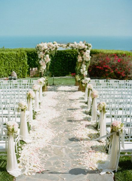 Instead of covering the entire aisle in petals, why not just accent the outer edges! This look is so elegant!