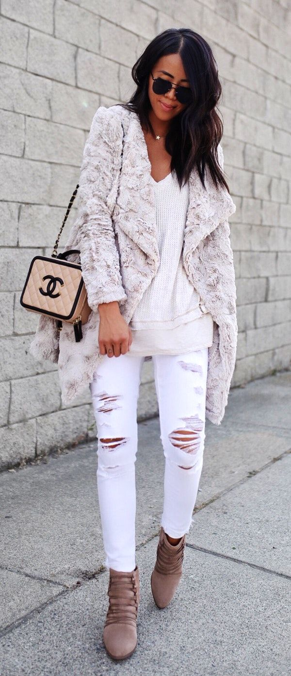 #fall #outfits women's white distressed jeans