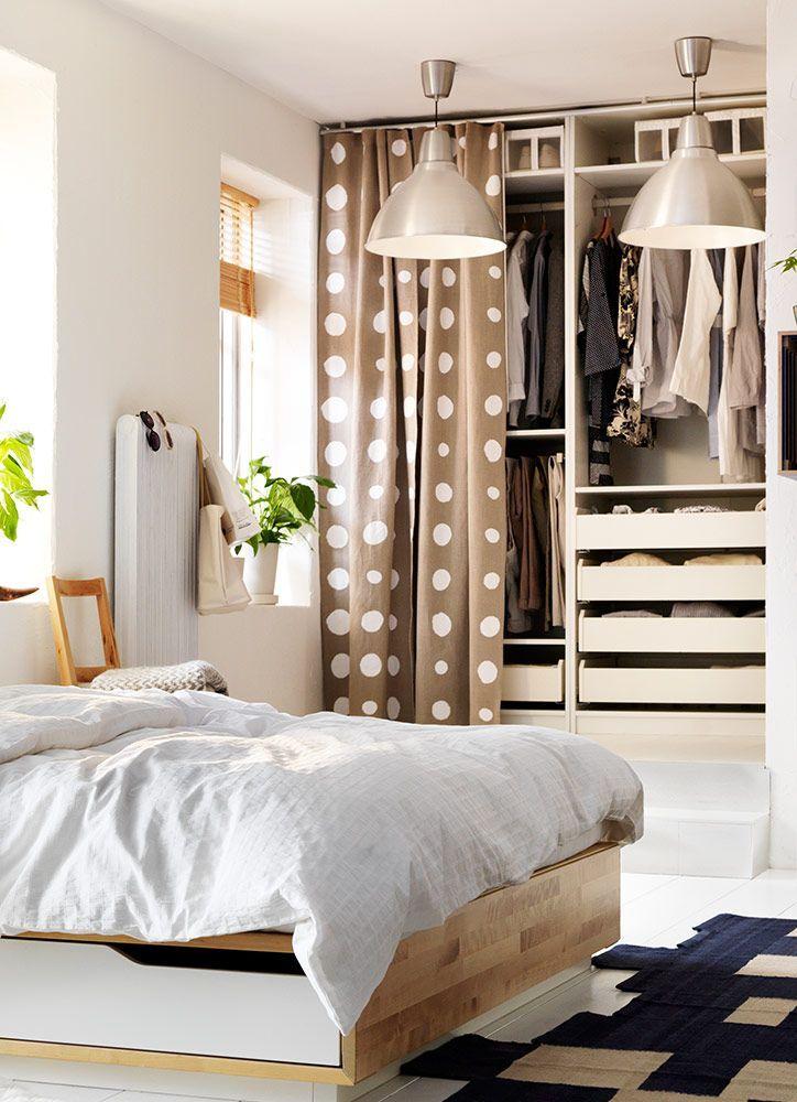 Um armário que combina com o quarto. Na perfeição.
