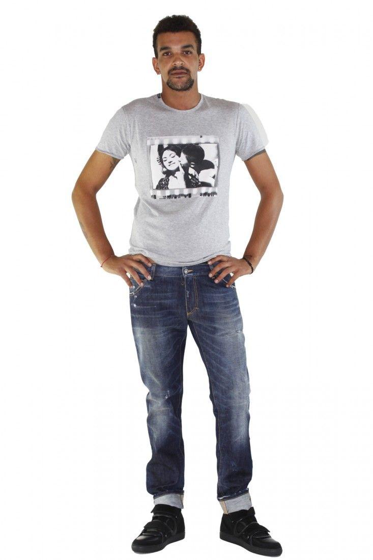 """DOLCE & GABBANA- www.assuntasimeone.com  T-SHIRT IN COTONE STAMPA """"CORTOMETRAGGIO"""" DOLCE & GABBANA  100% Cotone Made in italy  spedizione gratuita assicurazione gratuita reso gratuito  CLICCA SUL LINK PER ACQUISTARE IL PRODOTTO: http://www.assuntasimeone.com/it/shop/nuove-collezioni-inverno-t-shirt/2808/t-shirt-in-cotone-stampa-cortometraggio-dolce-&-gabbana.html"""
