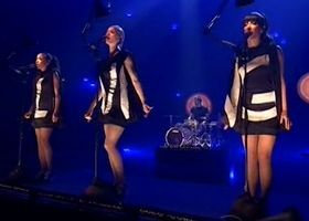 Laing - Morgens immer müde live beim Bundesvision Song Contest 2012 http://www.universal-music.de/laing/videos/detail/video:283579/morgens-immer-muede-live-beim-bundesvision-song-contest-2012