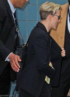 海外セレブスナップ | Celebrity Style: 【スカーレット・ヨハンソン】イベント会場をあとにするパンツスーツスタイルのスカーレット!