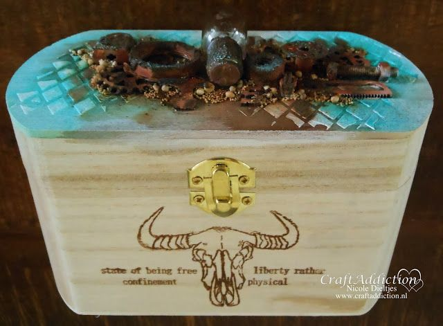 Wooden box decorated by Nicole Dieltjes van Poppel. Used products: 130501/3002 CraftEmotions clearstamp RusticArt A5 - Weird Science 1 (09-17) 8718736032180 and 185070/1245CraftEmotions Mask stencil- Diamond A5  8718736032050
