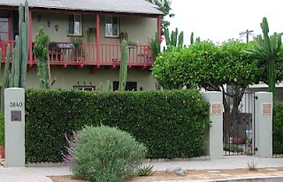 Fairy Yardmother: Front Yards -- Hedges and Columns.    This is what i have in mind for my new fence