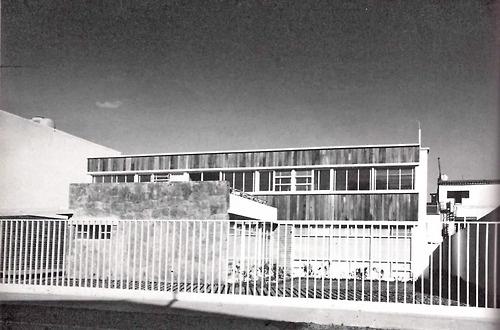 Casa en Eugenio Sue, Eugenio Sue 330, Polanco, México DF 1951    Arqs. Jorge Osorio y Mario Schetjnan    Foto: IE Myers