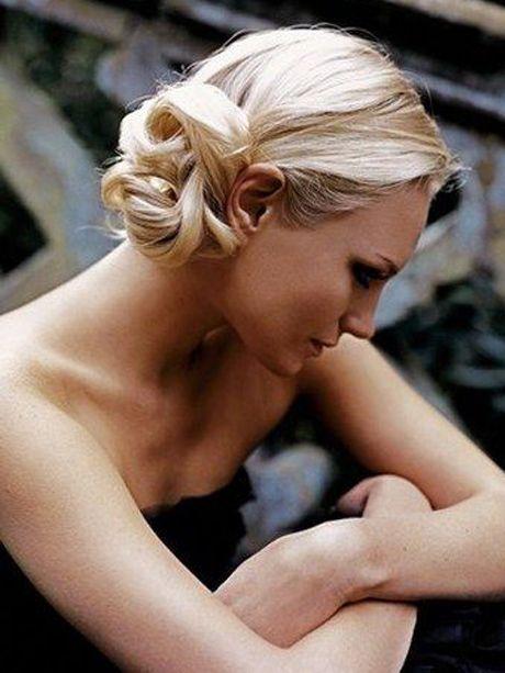Le chignon bas de côté , 15 coiffures Vintage repérées sur Pinterest ,  Photos Beauté ,