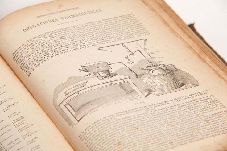 """Libro (botica) """"La Oficina de Farmacia"""" 3ª edición. 1904"""