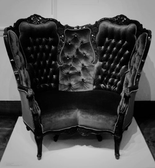 I kind of like this victorian gothic chair, but for some reason the style of the chair also gives me the creeps a bit.