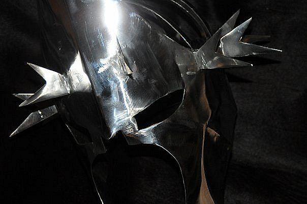 "Знаменитый шлем Назгула, короля-чародея из ""Властелин Колец""  The famous helmet of the Nazgul, king-the sorcerer from ""Lord of the Rings"""