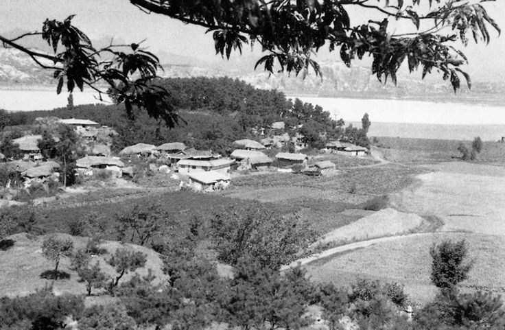 Seoul: Apgujeong-dong, Gangnam-gu, circa 1960 60년대 압구정동