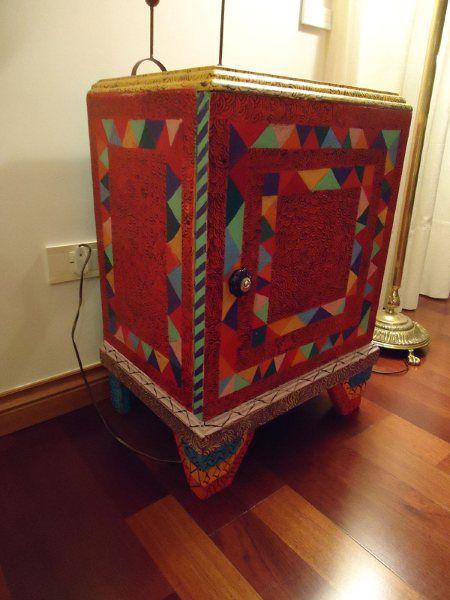 Mesa de luz art deco intervenida de colores vintouch - Art deco muebles ...