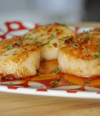 Seared Scallops with Sriracha Reduction