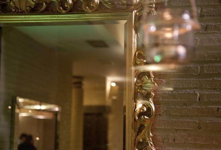 Detalle espejo de la decoración cata de vino Cadena Ser por alcoper concept.