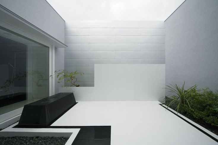 modern minimalist back patio design
