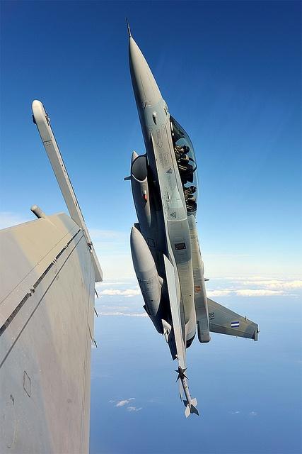 ♥ F-16
