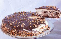 Η απόλυτη τούρταγια ειδικές περιστάσεις και όχι μόνο. Αφράτο, πεντανόστιμο παντεσπάνι με ξηρούςκαρπούς,με κρέμα ζαχαρούχου γάλακτος, καλυμμένη με γκανάζ