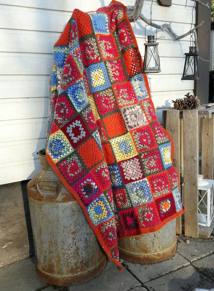 Virkattu peitto. Jämälangat. Isoäidin neliö. Crochet blanket. Granny square.