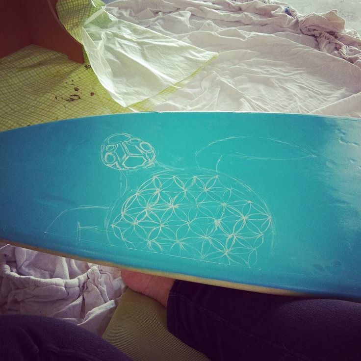 Practicing my art on this second hand surfboard before doing it for real on a relatives board. We'll see how this goes  #surfboardart #trial #beautifulblue #spraypaint #poscapens #soexcited
