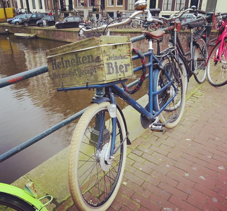 Vintage basket on bicycle.  ハイネケンの木箱の前カゴ 渋い . . . #amsterdam #netherlands #holland #trip #travel #worldtraveler #townscape #scenery #bicycles #basket #vintage #woodbasket #heineken