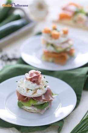 La torretta gastronomica (layered mini sandwiches) è un antipasto originale, un susseguirsi di gusti e sapori da scoprire ad ogni strato. #ricetta #GialloZafferano #Natale #Christmas http://speciali.giallozafferano.it/natale