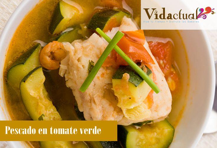 Pescado en tomate verde INGREDIENTES 2 Pieza(s) Pescado filete 1 Litro Caldo de pescado En tetra pack 2 Pieza(s) Calabaza Picada 2 Pieza(s) Jitomate En trozos grandes 1  Manojo(s) Cilantro 1 Pieza(s) Chile verde 1 Pieza(s) Cebolla En rodajas, 1/2 1 Pizca Pimienta 1 Pizca Sal  INSTRUCCIONES Licuar un jitomate, un trozo de cebolla y los chiles con el caldo de pescado. Colar. En un sartén, freír la cebolla restante, agregar las calabazas, el otro jitomate, el cilantro y sazonar con sal y…