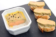 Pour les fêtes de fin d'année, épatez vos convives en préparant votre propre foie gras. Beaucoup plus simple qu'il n'y paraît, la recette ne demande qu'un peu de patience. Suivez nos étapes pas à pas.