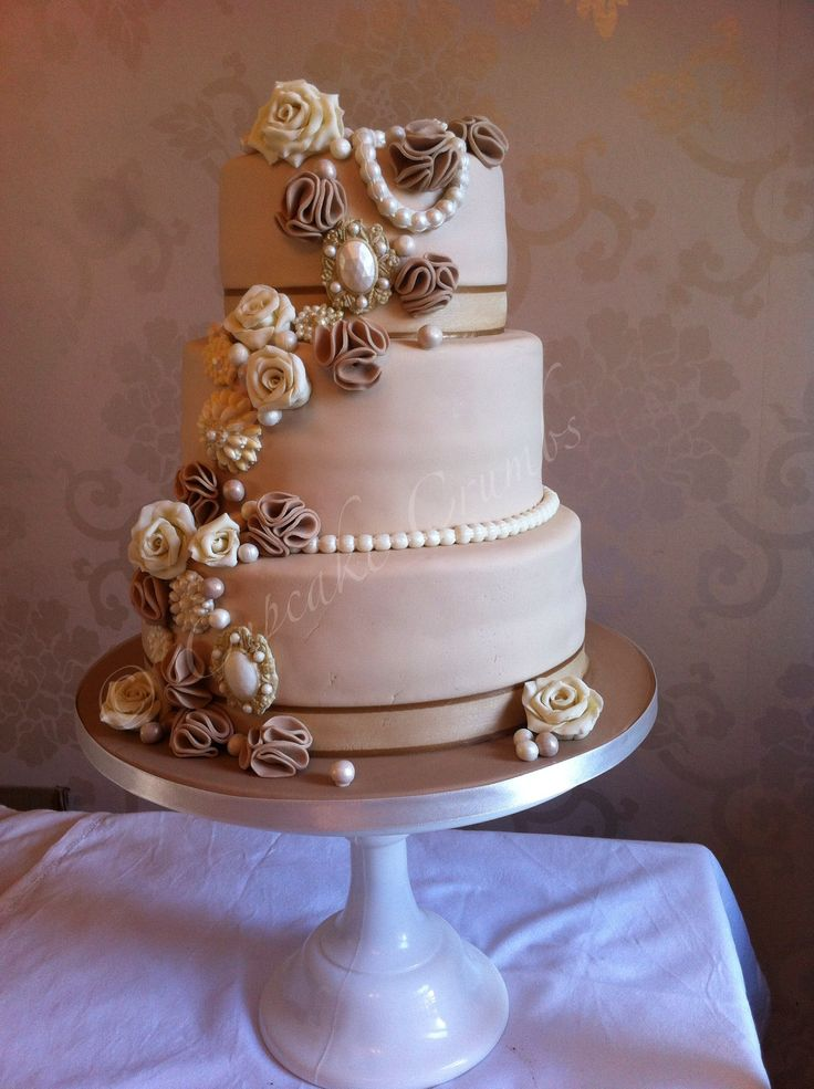 how to make ruffle roses on wedding cake vintage style wedding cake with broaches pearls ruffles 15987