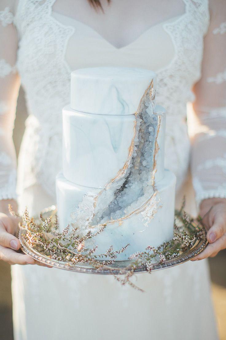 Diese Küstenflucht ist ernsthaft p-r-e-t-t-y #beachwedding #elopement #malibu …   – Wedding Cakes + Sweets