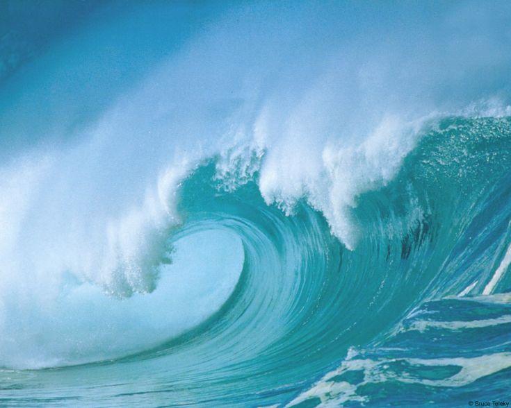 J'ai voulu la mer pour amie,  Mais combien d'hommes, de marins et de bateaux  A t-elle emmenés au fond de ses abîmes ?    Le doux bruit du ressac et les cris des oiseaux,  Passant au dessus des vagues qui l'animent,  Ne nous font pas oublier ces âmes perdues,  Dont les plaintes furtives se mêlent souvent  Aux chants des sirènes et au bruit du vent.    Je me méfie de son calme, car la colère venue,  La mer n'a pas d'ami.