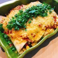 Dit recept voor vegetarische enchiladas is van mijn broer. Het is het lekkerste vegetarische Mexicaanse gerecht ooit en je mist het vlees totaal niet!