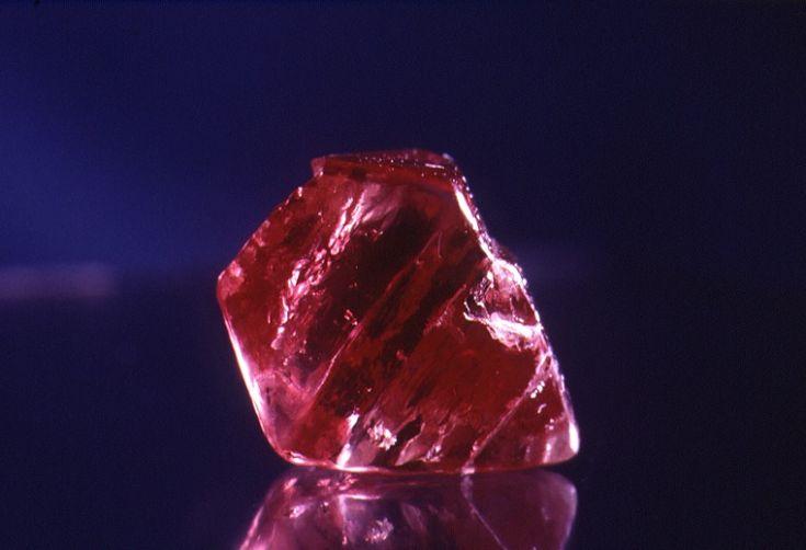 BA1119/Argyle04: Argyle Diamonds pink diamond, 1985.  http://encore.slwa.wa.gov.au/iii/encore/record/C__Rb3639991__SDiamonds%20--%20Western%20Australia%20--%20Photographs.__Orightresult__X3?lang=eng&suite=def